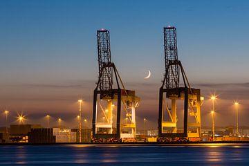Alaska haven in Amsterdam - Hijskranen bij zonsondergang von Marcel van den Bos