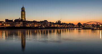 Deventer aan de IJssel met kerk van Daan Kloeg