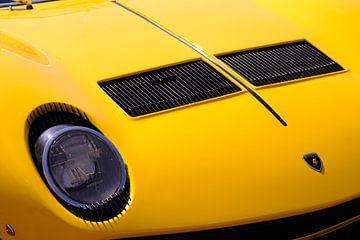Vue de face d'une voiture de sport classique Lamborghini Miura sur