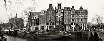 Amsterdamse gracht met boot von Corinne Welp