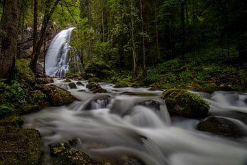 Waterval in het bos van Markus Weber