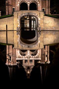 Spiegelndes Wassertor Wasser des Stadtkanals Sneek von Fotografiecor .nl