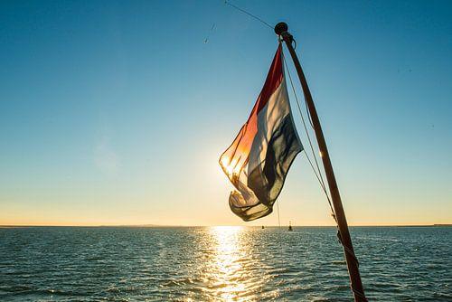 Nederlandse Vlag voor de ondergaande zon
