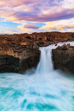 IJslandse watervallen IV van Daniela Beyer