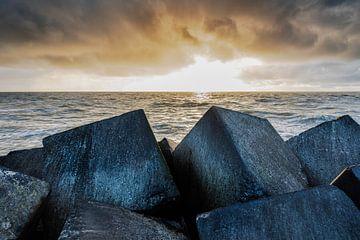 Ein Sonnenuntergang mit viel Drama in der Luft. von Eelco de Jong