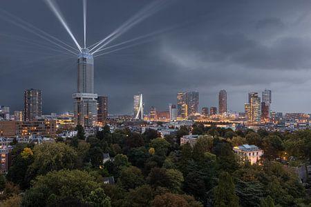 Zalmhaventoren met lichtshow van Prachtig Rotterdam