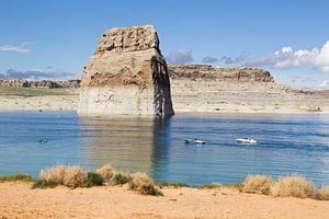Lone Rock in Lake Powell, Utah  van