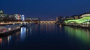 De Seine in Parijs bij avond van