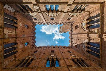 Torre del Mangia in Siena, Toscane van Jenco van Zalk