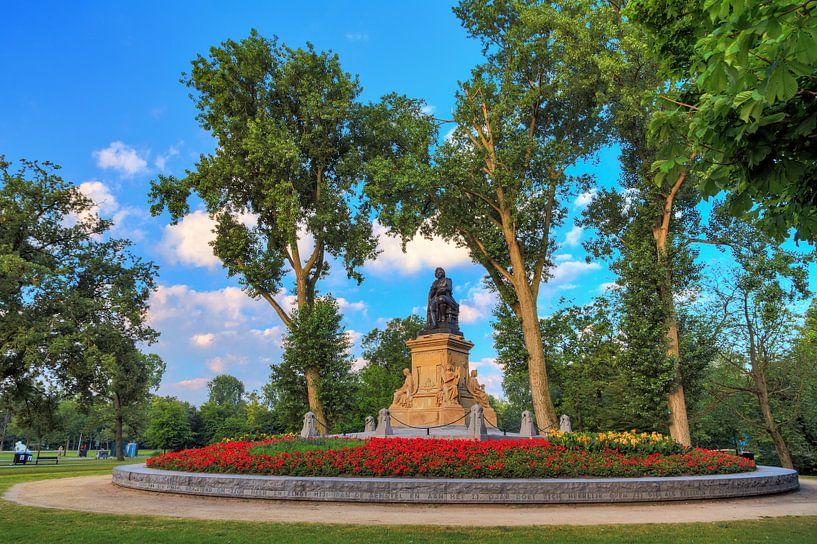 Vondelpark standbeeld Vondel van Dennis van de Water