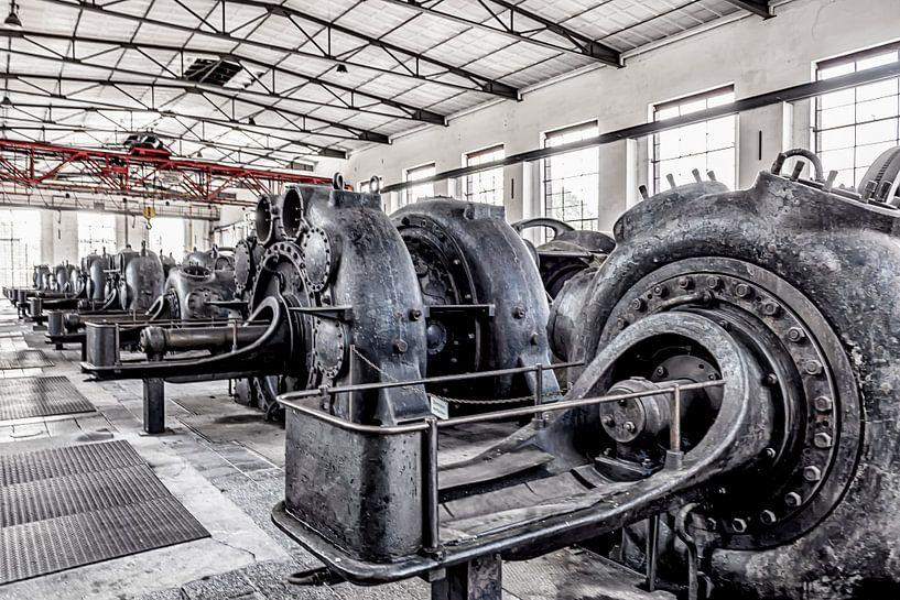 rij industriële cilinders van Okko Huising - okkofoto