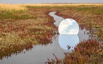 Ronde spiegel in de Slufter op Texel van