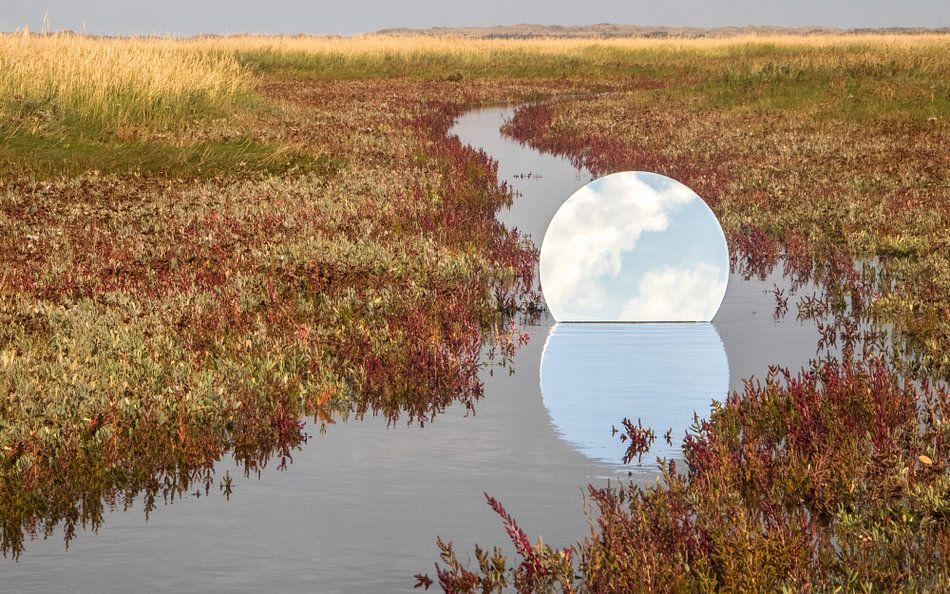 Ronde spiegel in de Slufter op Texel
