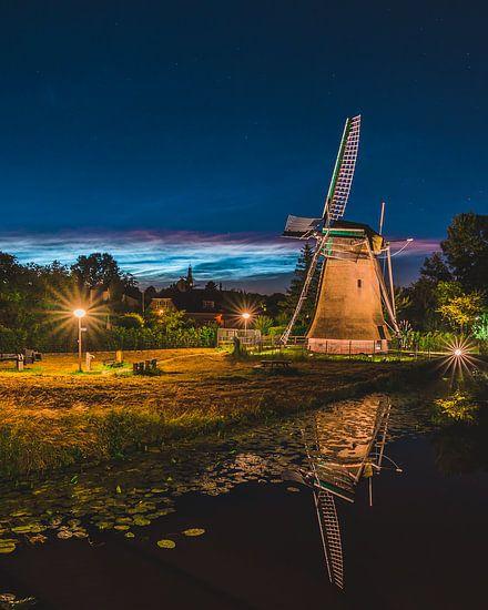 ''Zemelmolen'' moulin avec nuage noctulescent, Lisse Netherlands (portret