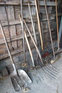 gereedschap in de stal, the tool, materiaal van Yvonne de Waal Malefijt