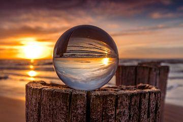 Zonsondergang in glazenbol van peterheinspictures