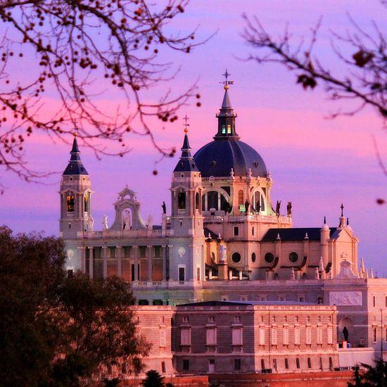 Almudena kathedraal Madrid zonsondergang van Daniel van Delden
