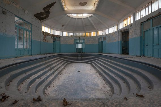 Bath house in decay