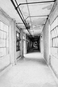 Korridor im verlassenen Krankenhaus von Chantal Kielman