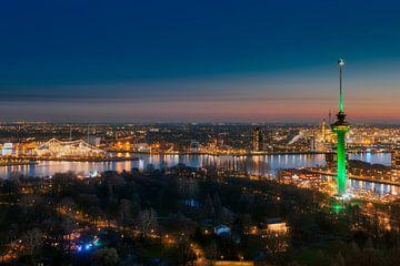 De Euromast in Rotterdam tijdens zonsondergang von Roy Poots