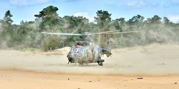 Cougar transporthelikopter is geland op Beekhuizerzand van Jenco van Zalk