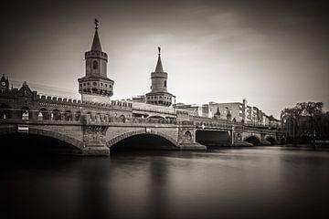 Black and White Photography: Berlin – Oberbaum Bridge van Alexander Voss