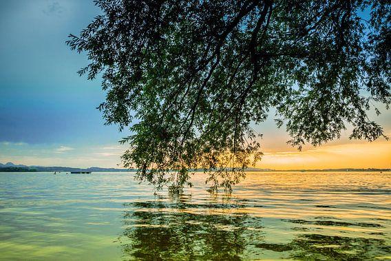 Sonnenuntergang am Chiemsee van Holger Debek