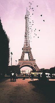Wegvliegende Eiffeltoren van Marith Buma