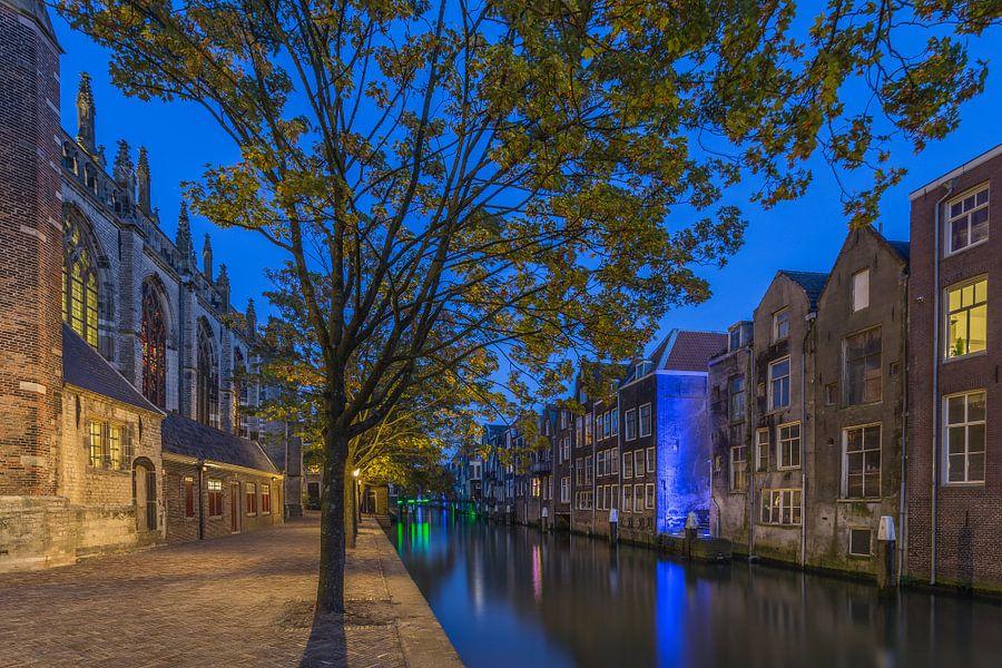 Grote Kerk en Pottenkade in Dordrecht in de avond van Tux Photography