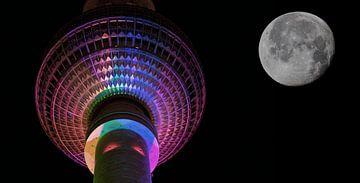 Berliner Fernsehturm mit Mond von Frank Herrmann
