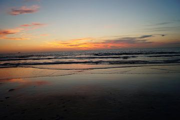 Zonsondergang aan zee von Maarten Voshol