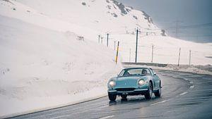 Ferrari 275 GTB in den Alpen von Willem Verstraten