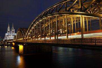 Dom van Keulen en Hohenzollernbrug bij nacht van 77pixels