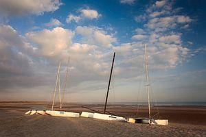 Cadzand catamarans op strand
