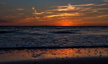 zonsondergang aan zee van Ed Dorrestein