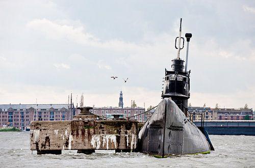Duikboot bij NDSM-werf Amsterdam, met meeuwen van Remke Spijkers