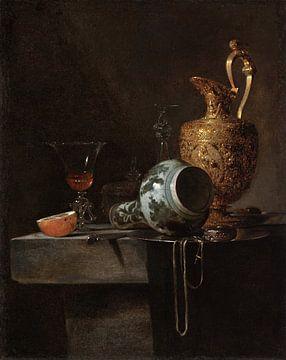 Stilleven met een porseleinen vaas, een verguld zilveren waterkan en glazen, Willem Kalf