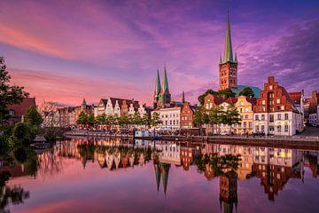 Zonsondergang in Lübeck, Duitsland van Michael Abid