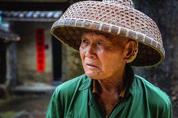 Een traditionele visser van Hainan, China van Frank Verburg