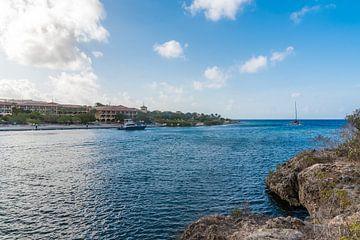 Zicht op Santa Barbara Resort in Curacao van Joke Van Eeghem