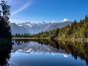 Der wunderschöne Spiegelsee Lake Matheson in Neuseeland von Rik Pijnenburg