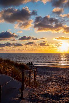 Strand bei Sonnenuntergang von Miranda van Hulst