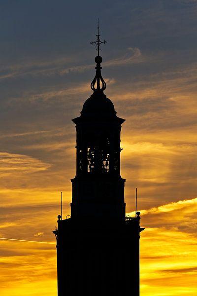 Zonsondergang spits Nieuwe Toren te Kampen van Anton de Zeeuw