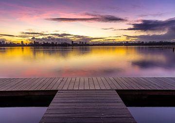 Prachtige zonsondergang boven Rotterdam van
