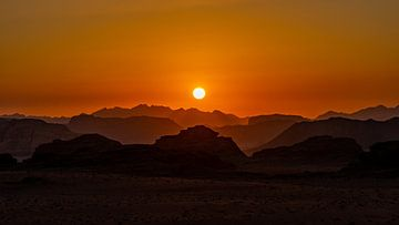 Sonnenuntergang in Wadi Rum, Jordanien von Jessica Lokker