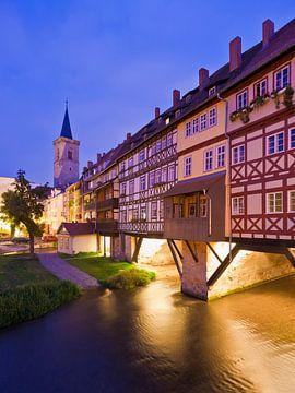 Krämerbrücke in Erfurt 's avonds van Werner Dieterich