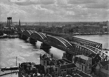 Oude Spoorbrug Rotterdam (1952) schwarzweiß von Rob van der Teen