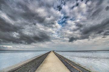 De pier van het Friese plaatsje Paesens Moddergat in de Waddenzee van Harrie Muis