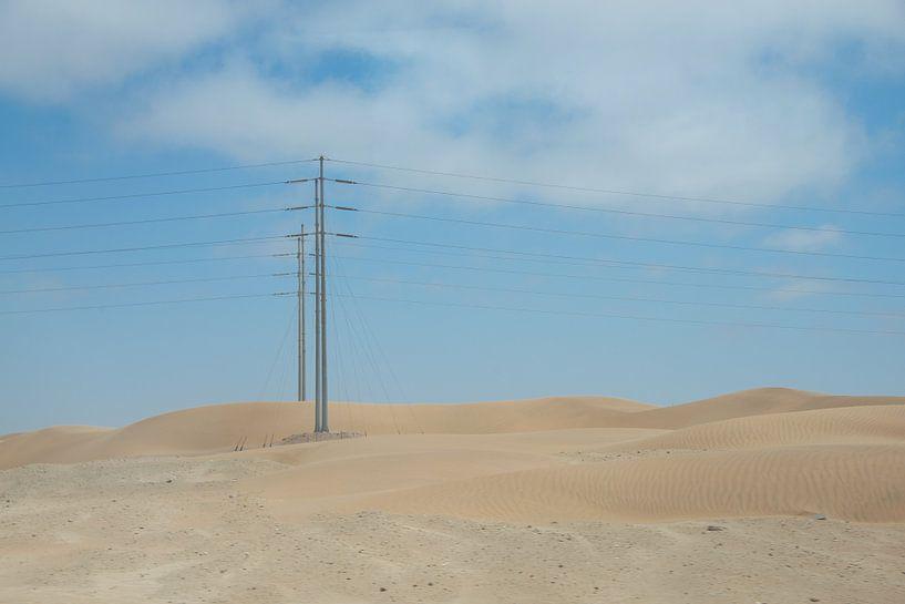 Hoogspanning in de woestijn van Jille Zuidema