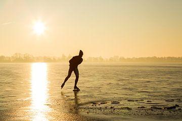 Schaatsen bij zonsopkomst van Jelte Bosma